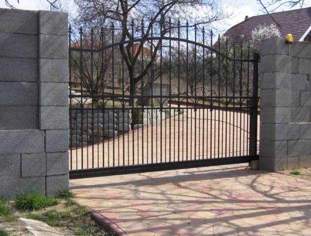 Kovácsoltvas kertkapu referencia 9 Bo-Jász Kft